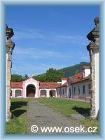 Osek - Vstupní areál kláštera