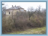 Budova bývalého nádraží v Kunraticích u Cvikova