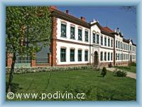 Základní škola  v Podivíně