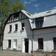Chalupa - Bílý dům Kovářská 147