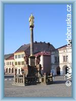 Dobruška - Mariánský sloup se sochami svatých
