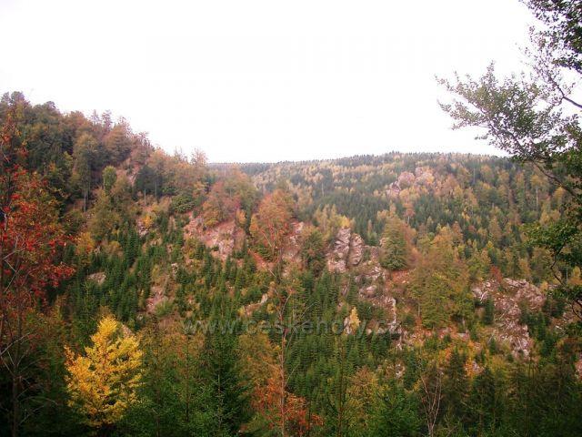 pohled z Medvědí skály na Bezručovo údolí - Tišinu