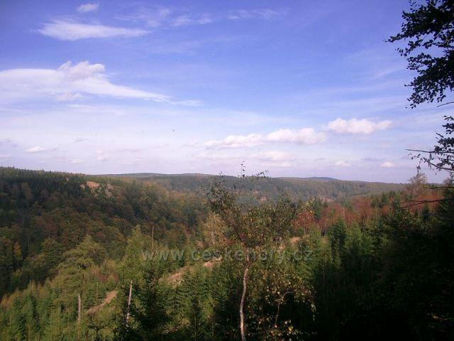 pohled od zaniklé Křímovské tratě do Bezručova údolí