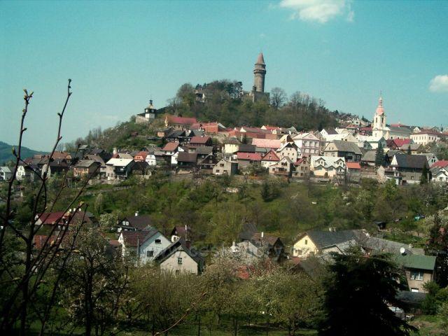 Historické město Štramberk se známou rozhlednou Štramberskou trůbou