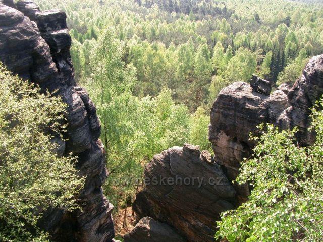 Rájecké skály - pohled z vrcholů stěn