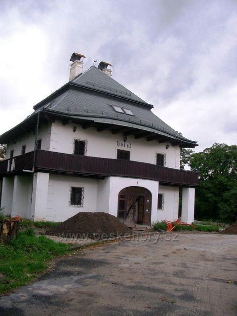 Kristyn hrádek budova1