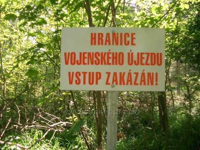 Rašovické skály - jsme ve Vojenském území Doupovských hor