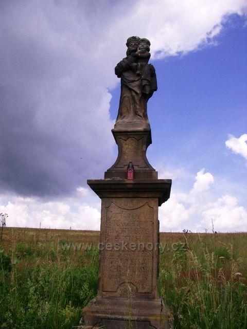 pomníček na křižovatce u Přísečnické přehrady