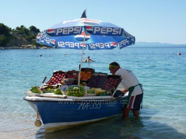 Prodej ovoce u pláže