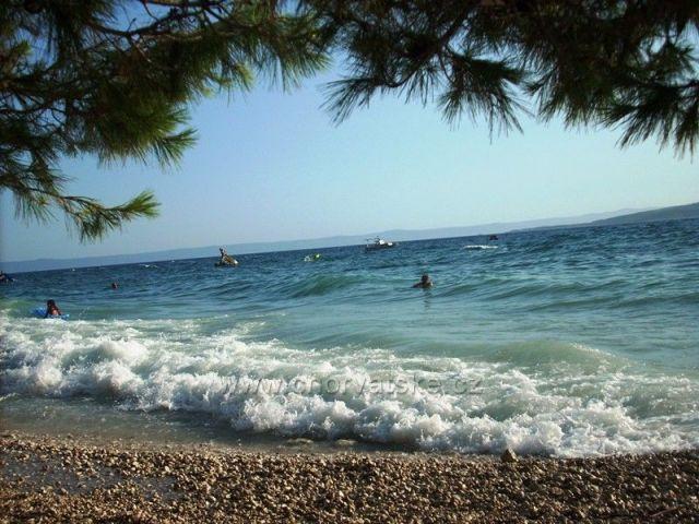Pohled z pláže na moře