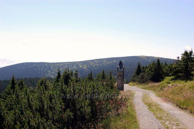 Cesta ze Šeráku s pohledem na Keprník