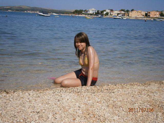 pláž na kraji Viru,sice oblázková,ale v moři píseček