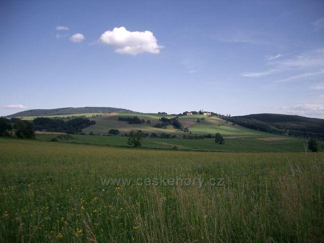 pohled na Dolní Hedeč - klášter