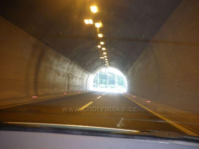 ...světlo na konci tunelu...
