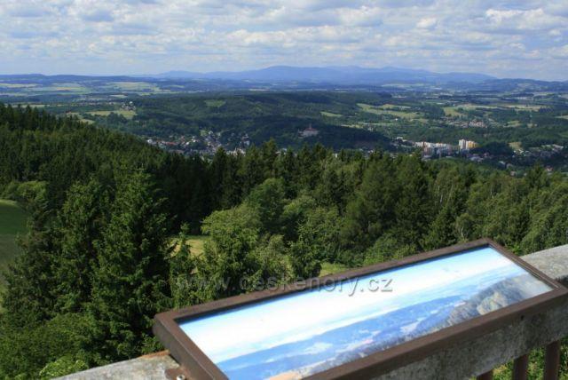 Výhled z rozhledny na Jiráskově chatě