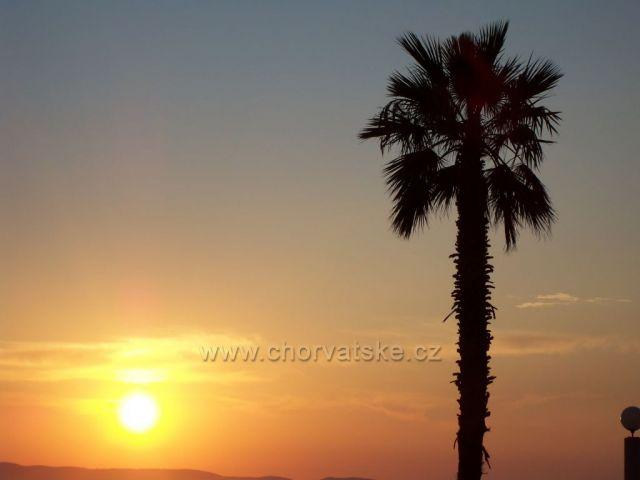 Tučepi-večerní západ slunce za hory