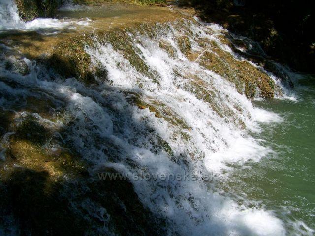travertinový vodopád v Lúčkach.....