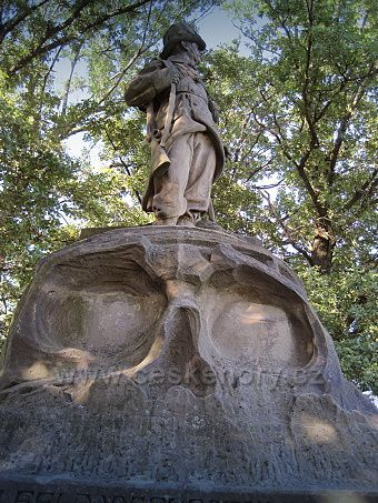 socha vojáka myslivce