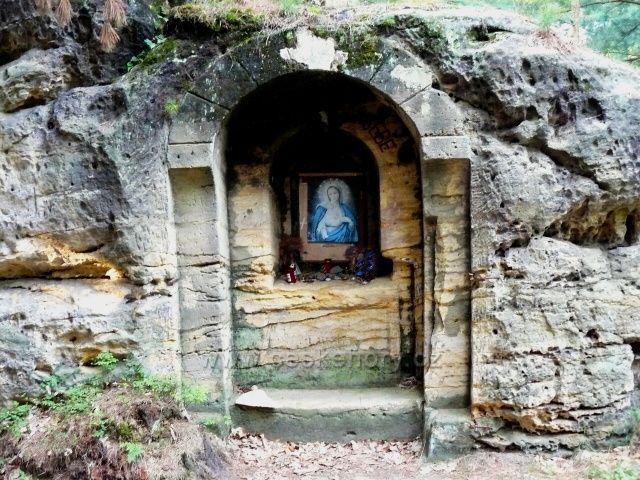 Č.Kamenice-býv.skalní kaplička