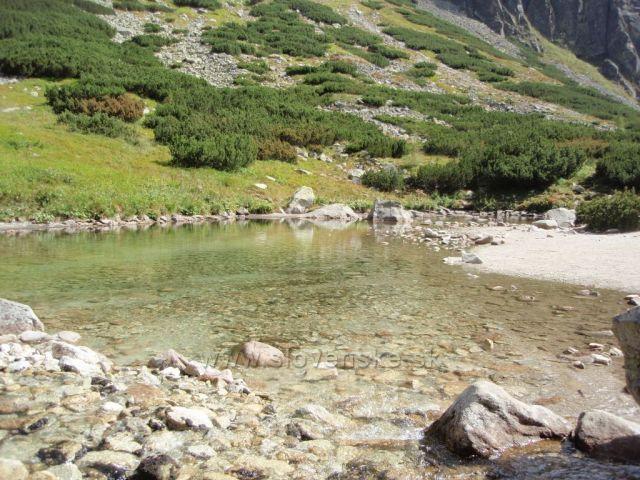 Jezírko u vodopádu Skok