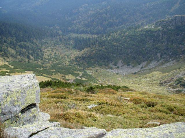 Západní Krkonoše/pohled do Kotle zhora-z Harrachových kamenů
