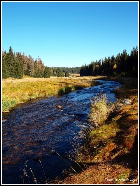 Šumava - Roklanský potok u Modravy na podzim při ranním východu slunce