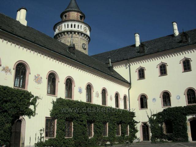Sychrovský zámek