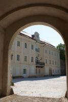 Pohled od brány
