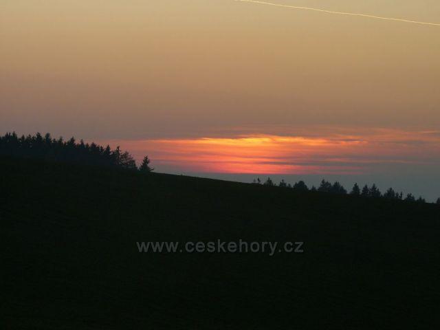 Západ slunce nad Orlickými horami.