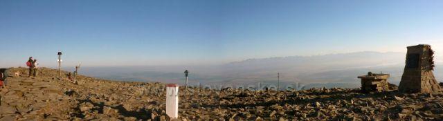 vrchol z pomníkem Jana Pavla II. na Babí hoře