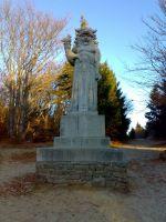 socha Radegasta při cestě hřebenem z Pusteven na Radhošť