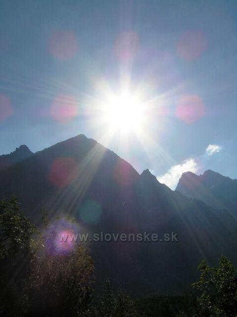 Chystá sa západ Slnka nad Belianskymi Tatrami