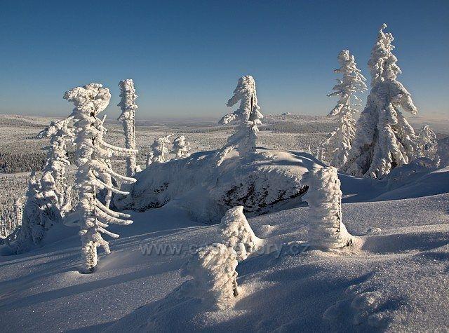 Pohled ze Sněžných věžiček na Jizeru.