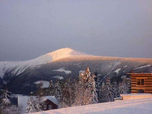 Podvečerní Sněžka z Lučin