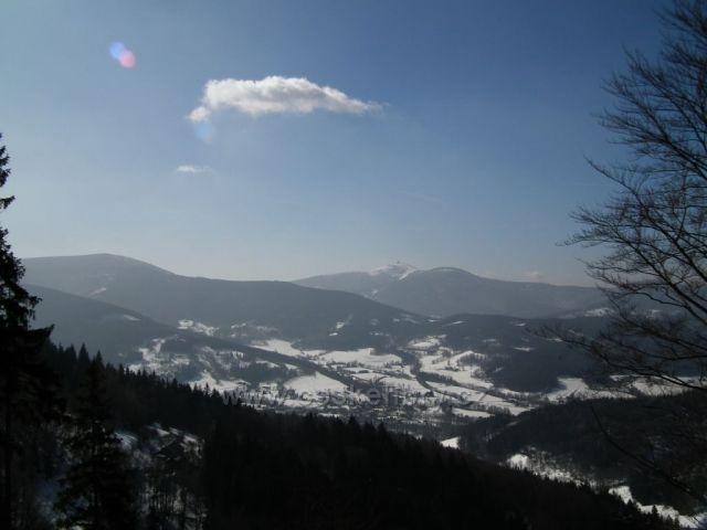 Pohled na Lysou horu z naučné stezky Prašivá.