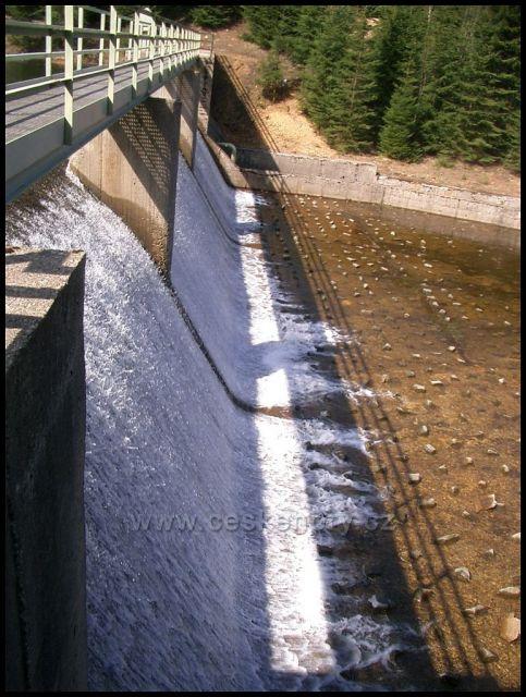 zadržovací přehrada na Černé vodě