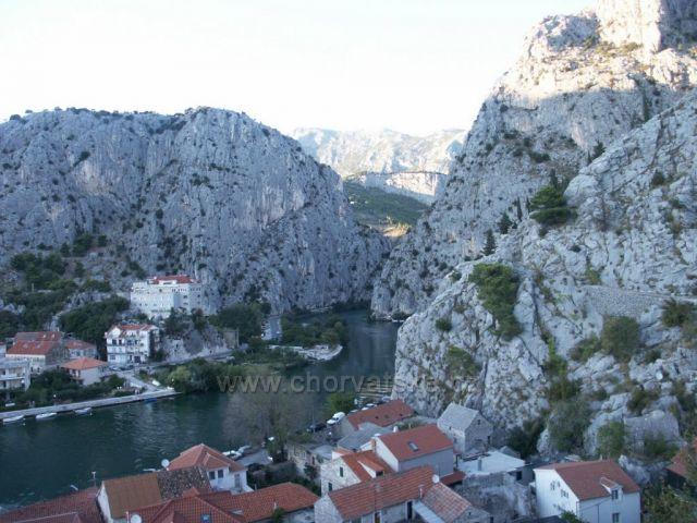 OMIŠ rieka Cetinje a krásne lezecké skaly