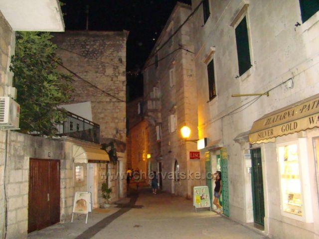 Malebná ulička středomořského stylu :)