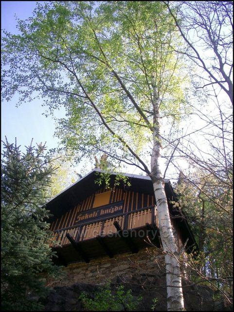 chata Sokolí hnízdo , dříve vyhlídka nad III .mlýnem