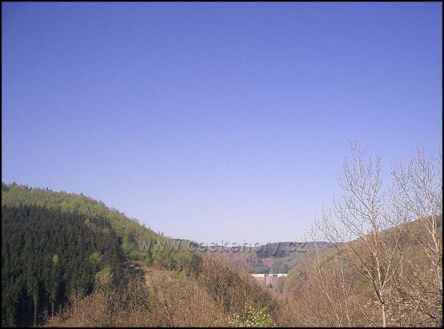 pohled na přehradu Křímov ze Sokolího hnízda