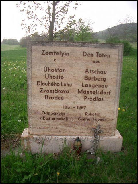 2 pamětní deska na bývalém hřbitově Úhošťany