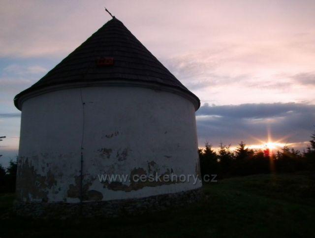 Západ slunce u Kunštátské kaple