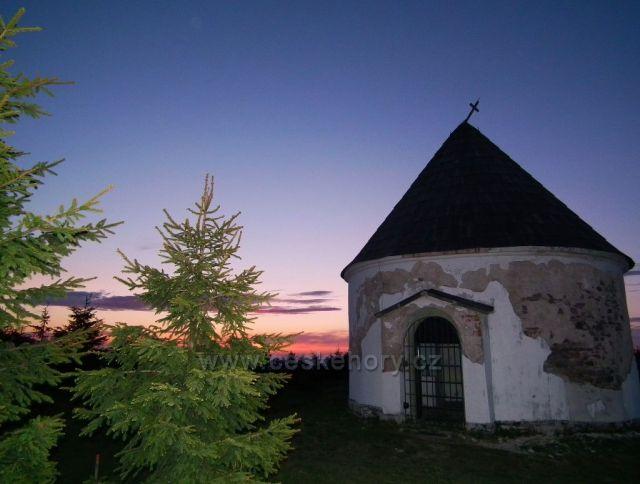 Východ slunce u Kunštátské kaple