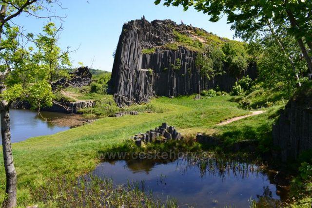 Panská skála - chráněná přírodní památka u Kamenického Šenova