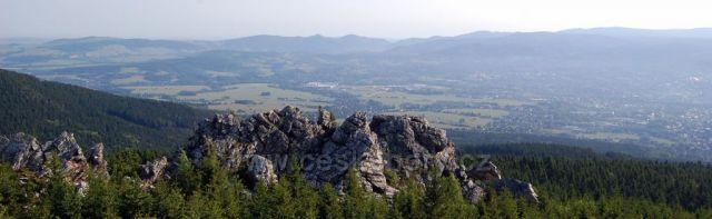 za skalnatou hradbou..Liberecko