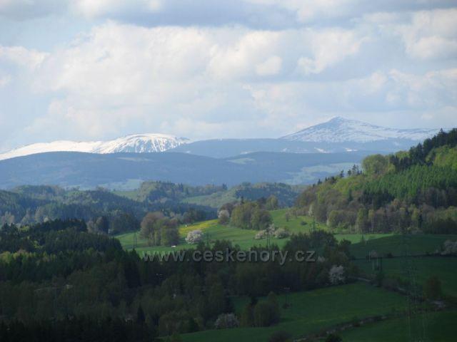 Pohled na Černou horu, Studniční a Sněžku.