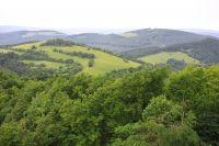 Z Chmeľové výhled na Biely vrch a Holý vrch