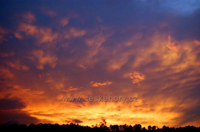 západ slunce nad obcí Mikulovice