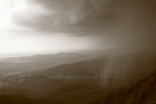 Panorama při výstupu na Babi horu po ŽTZ z Polska