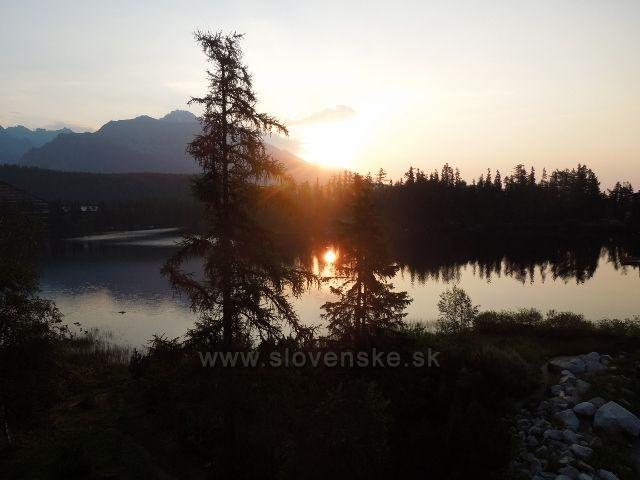 Východ slunce nad Štrbským plesem